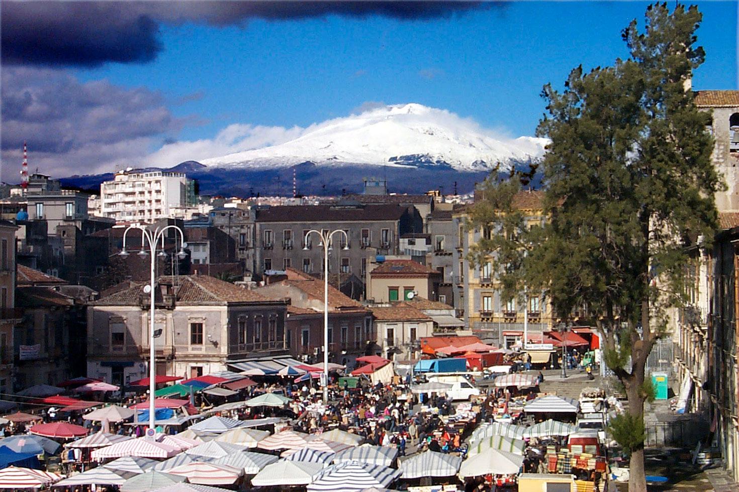 Il mercato a Piazza Carlo Alberto dopo un temporale