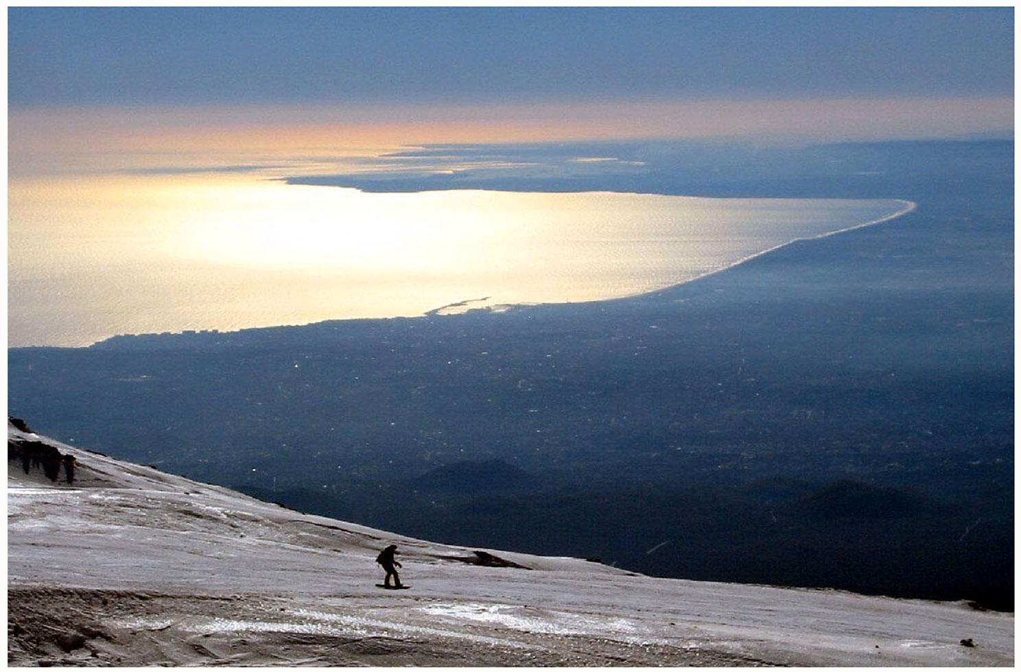 La città e il golfo visti dalle piste da sci di Nicolosi Etna sud