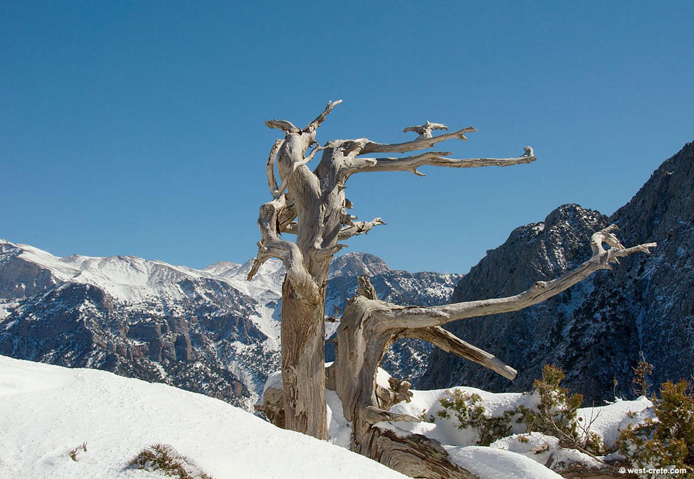 L'inverno imbianca i monti di Creta occidentale