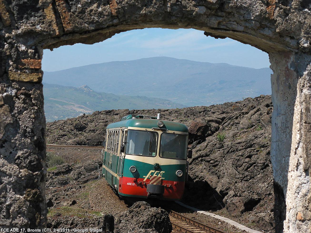 La ferrovia circumetnea unisce Catania ai paesi della montagna