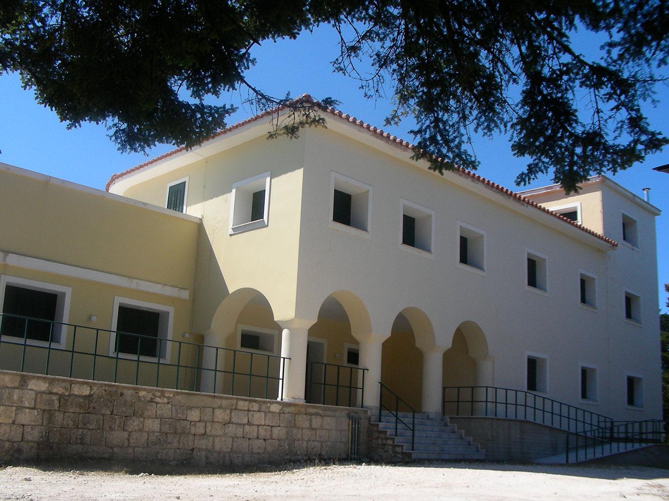 Cefalonia il nuovo rifugio montano sull'Enos, tuttora chiuso