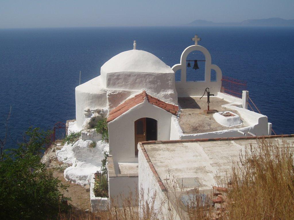 Chiesa di Aghia Irini, a picco sul versante sud di capo Maleas