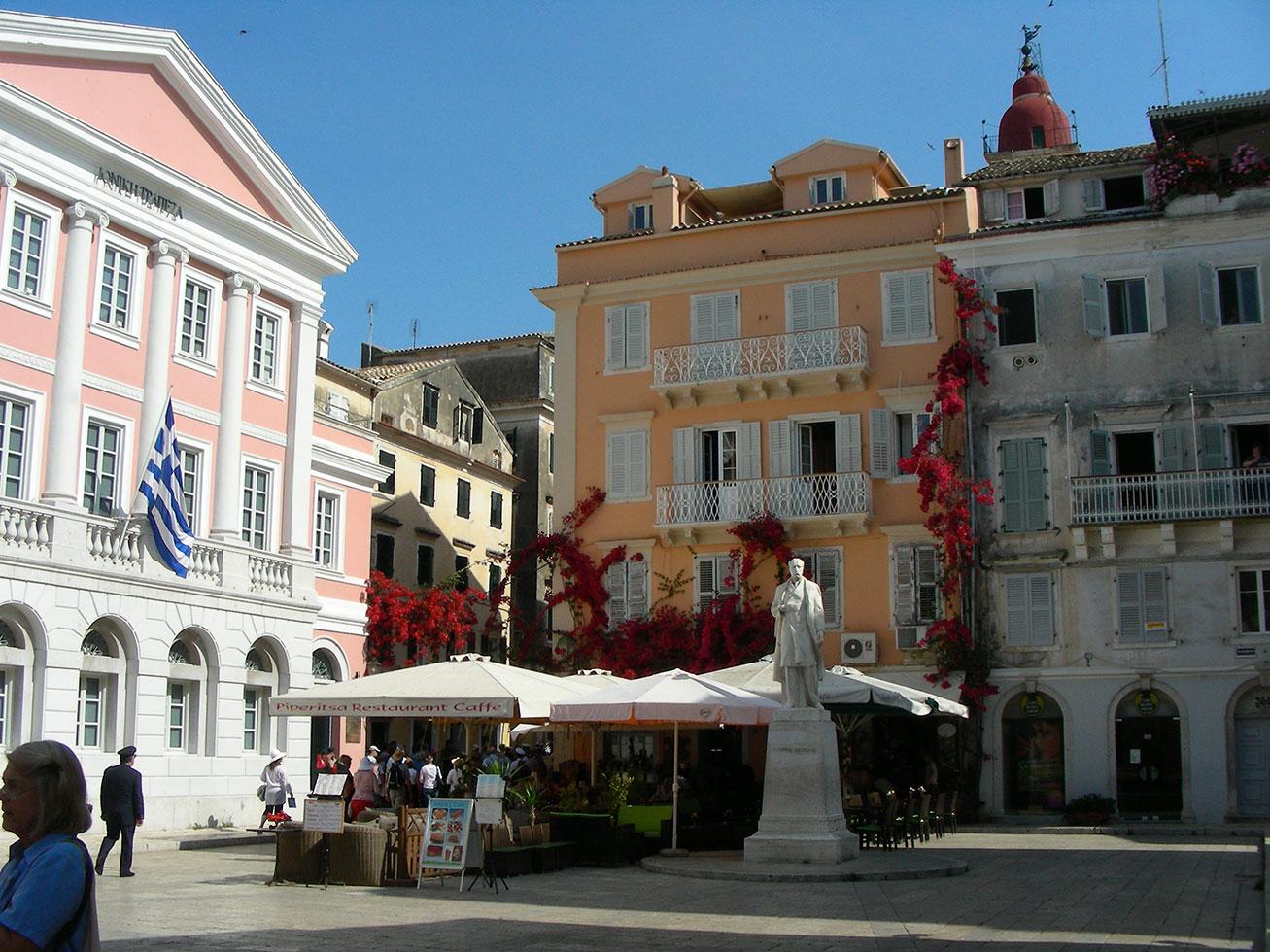 Piazzetta nella città vecchia di Kerkira