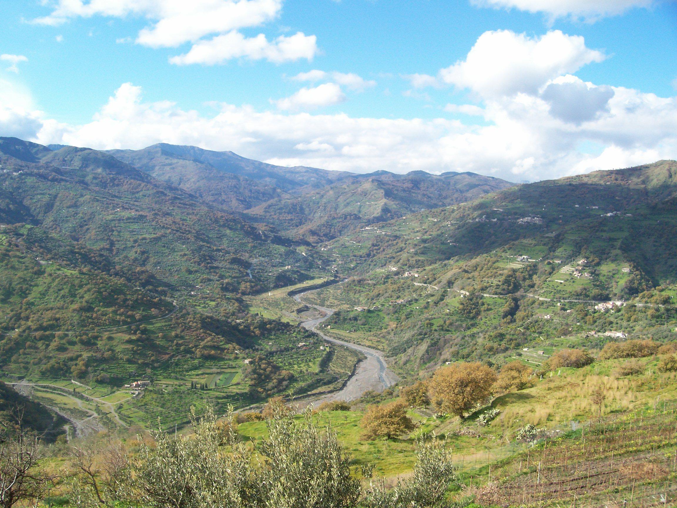 La fiumara d'Agrò discende dai Peloritani