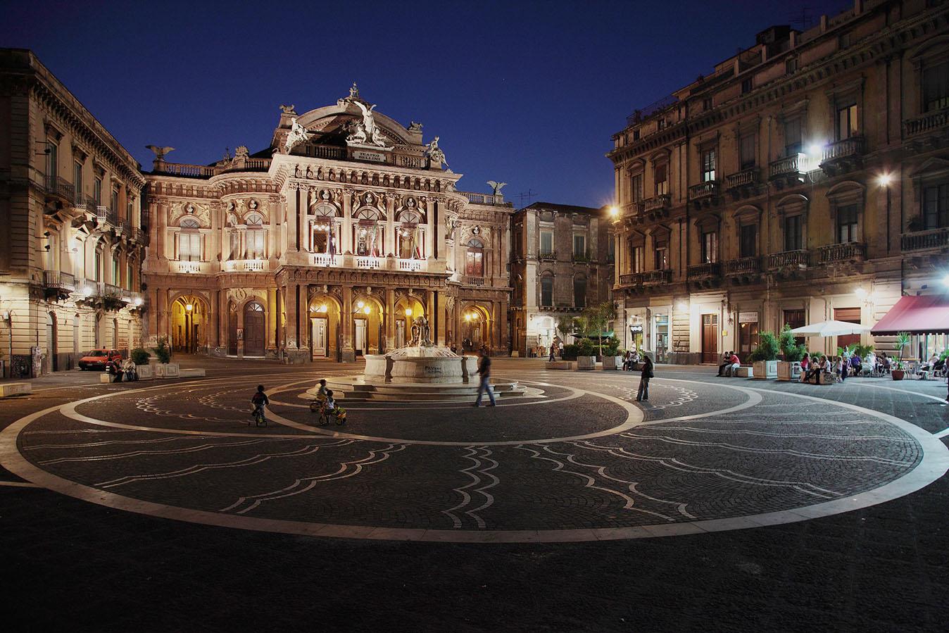 Il teatro Bellini primo teatro della città