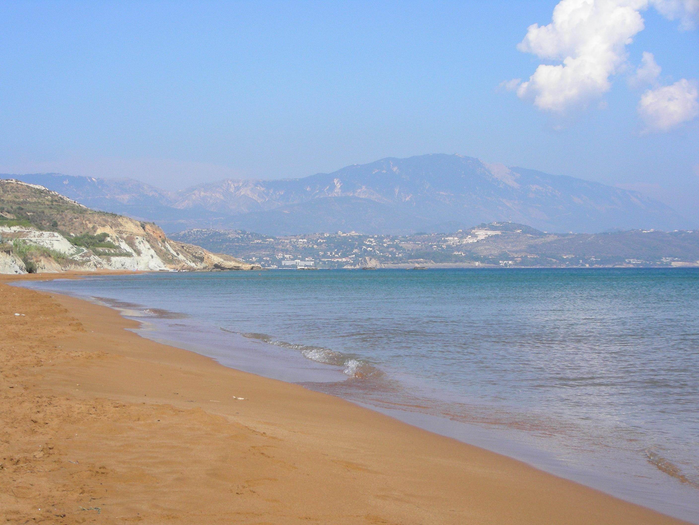 Il monte Enos dalla spiaggia rossa di Lixouri