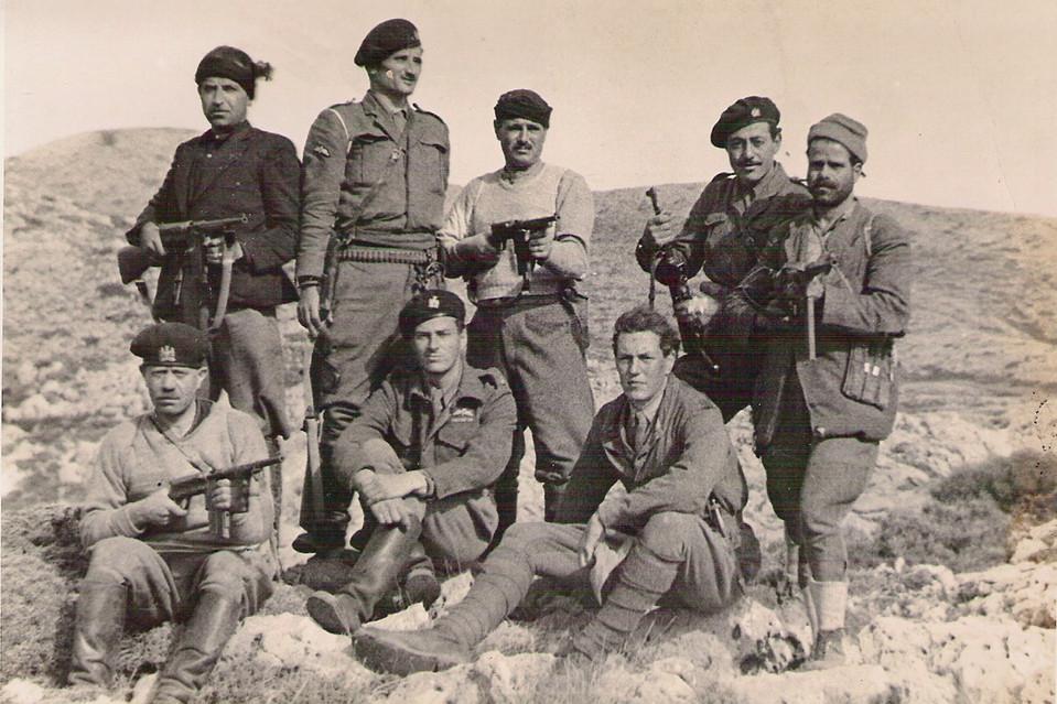 I partigiani cretesi che sequestrarono il generale tedesco Kreipe nel 1944 con al centro Patrick L.Fermor