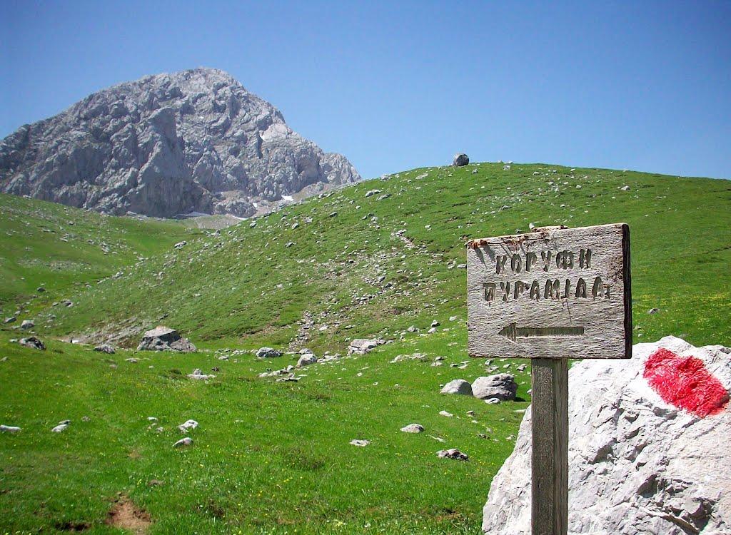 Verso il Piramìdia sul monte Ghiòna in primavera